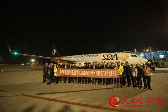 12月4日晚,中国民航在首都机场圆满完成基于平视显示器(HUD)的跑道视程(RVR)90米低能见度起飞首次验证试飞。陶冉摄