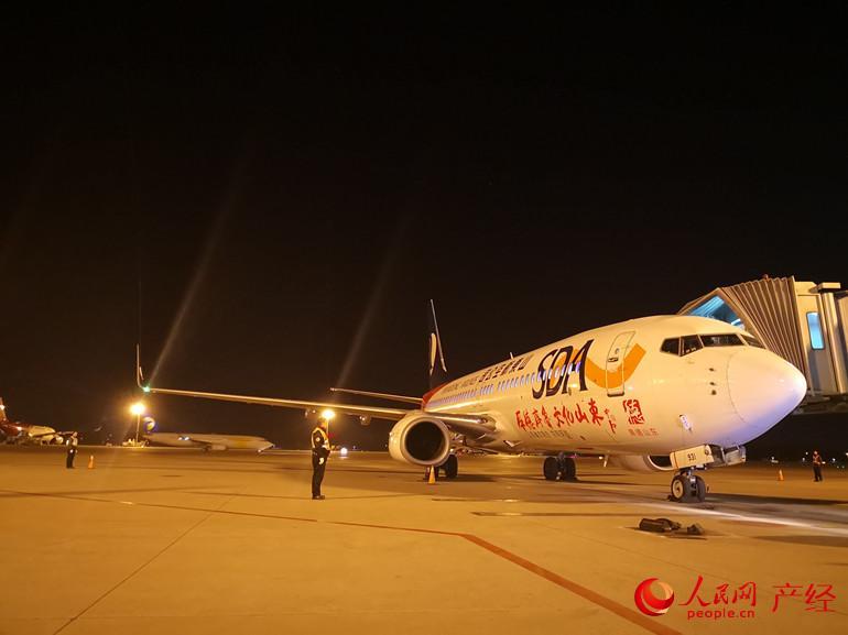 12月4日,山东航空航班准备起飞,进行验证试飞。
